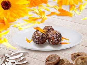 Konfekt aus Feigen, Kokos und Calendulablüten
