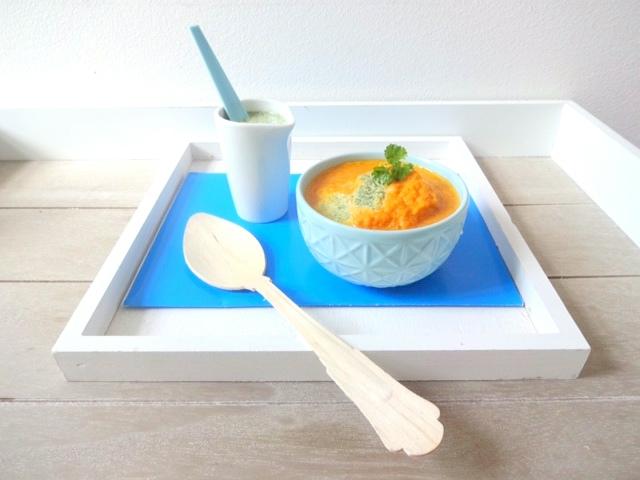 Möhren-Suppe mit Mandel-Petersilien-Rahm
